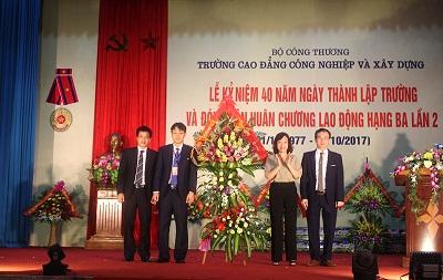 (02/10/2017)- Trường Cao đẳng Công nghiệp & xây dựng Quảng Ninh: Kỷ niệm 40 năm thành lập và đón nhận Huân chương Lao động hạng Ba