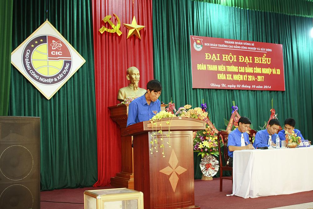 Đ/c Nguyễn Văn Đồng – chi đoàn CĐ Cơ khí K8 báo cáo tham luận về Thanh niên với phong trào VHVN-TDTT