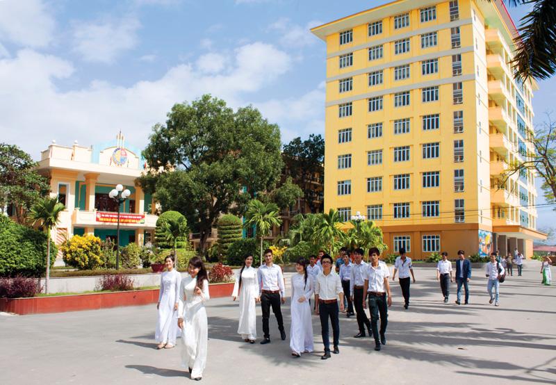(26/06/2013)- Xin chào các em học sinh trường THPT Hoàng Hoa Thám thân mến, xin chào các bạn sinh viên trường Cao đẳng Công nghiệp và Xây dựng yêu dấu!